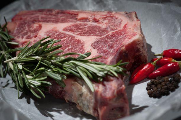 Стоит ли кормить ребенка мясом